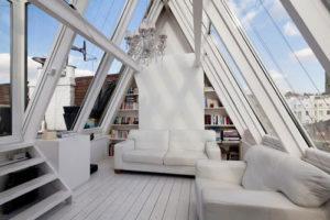 üvegtetős tetőtér.